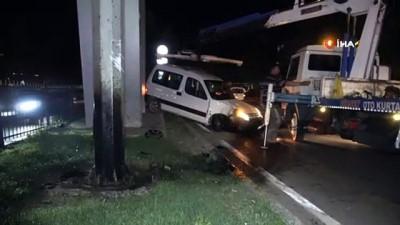 saglik ekibi -  Kaza yapan sürücü aracını bırakarak kayıplara karıştı