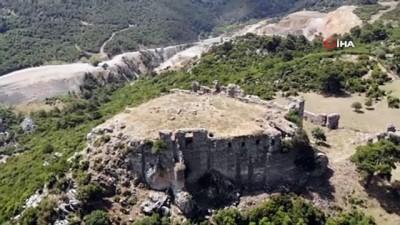 ziyaretciler -  Manisa'da 800 yıllık tarihi kale yıllara meydan okuyor