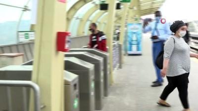 Maskesiz metroya binmek istedi, izin vermeyen güvenlik görevlisine bağırdı