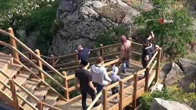 ziyaretciler -  Selçuklu mimarisi Çeşnigir'e ziyaretçi akını