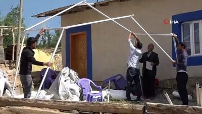muhabir -  Depremzedeler hasar gören evlerini boşaltıyor