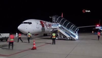 saglik personeli -  Balıkesir'de dış hat uçuşları başladı