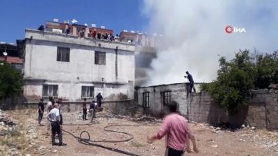 yangina mudahale -  Çocuklar ateşle oynadı, tek katlı ev kül oldu