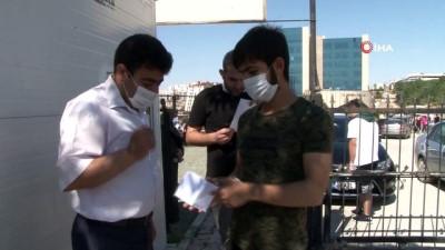 Elazığ'da baba-kız birlikte üniversite sınavına girdi