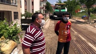Isparta Belediyesi, engelli Mehmet için yolu asfaltladı