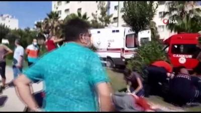 kiz kardes -  Sınava yetişmeye çalışan kız kardeşler okul yolunda kaza geçirdi