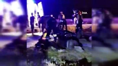 Göçmenleri taşıyan minibüs otomobille çarpıştı: 1 ölü, 41 yaralı