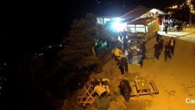 guvenlik kamerasi -  Artvin'de ilginç kaza.... Piknik masası devrildi iki kişi uçuruma böyle yuvarlandı