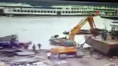 guvenlik kamerasi -  - Bangladeş'teki feribot kazası böyle görüntülendi