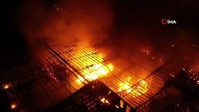kapali alan -  Antalya'daki soğuk hava deposundaki yangında soğutma çalışmasına geçildi