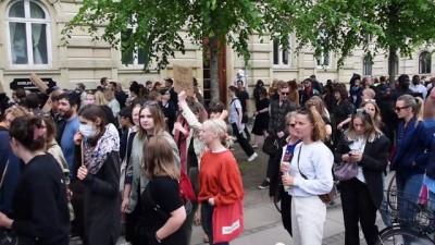 Danimarka'da 15 bin kişi ırkçılık ve polis şiddetini protesto etti - KOPENHAG