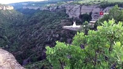 100 metre yükseklikteki 'taş terasta' düğün fotoğrafı çektirdiler
