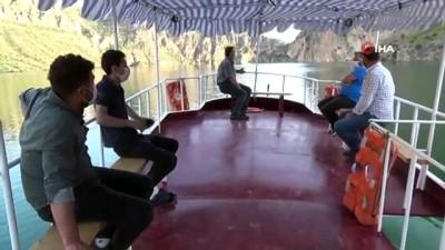 Akdeniz'i aratmayan kanyonları ile doğa harikası Botan Çayı'nda tekne turları başladı