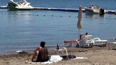 icmeler - Marmaris'te yoğunluğun az olduğu plajlarda 'sosyal mesafeli' deniz keyfi - MUĞLA