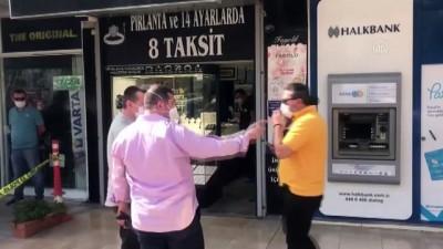 Kuyumcu, dükkanına giren gaspçıyı yakalayıp polise teslim etti - İZMİR