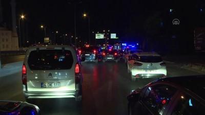 hastane - İstanbul'da trafik tabelası direğine çarpan otomobildeki 4 kişi yaralandı
