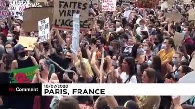 euro - Fransa'da göreve atanan iki yeni bakan kadınları sokağa döktü
