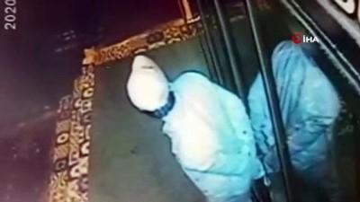"""kredi karti -  Hırsızlık için girdiği iş yerinde """"portakal suyu"""" sıkan hırsız kamerada"""