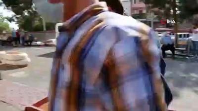 polis araci -  Hırsızlıktan tutuklandı gazetecileri tehdit etti