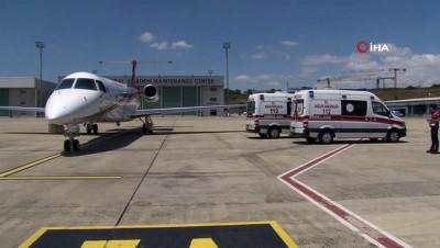 akalan -  Kazakistan'da yaşayan ve yeni tip korona virüse yakalanan 2 Türk tedavi edilmek üzere ambulans uçakla Atatürk Havalimanı'na getirildi.