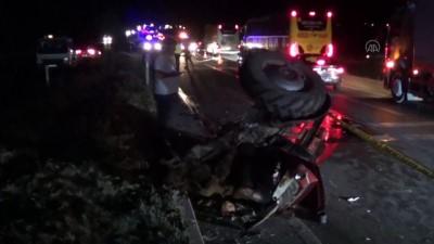 Afyonkarahisar'da zincirleme trafik kazası: 1 ölü, 2 yaralı