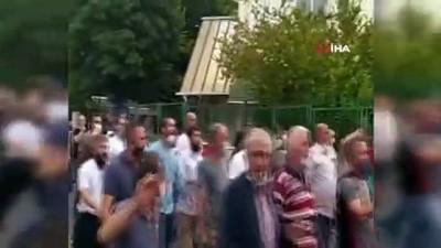 Bakırköy'de pazarcılar kapanan semt pazarı için eylem yaptı