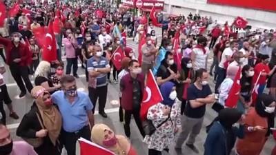 Bursa'da vatandaşlar demokrasi için meydanlara akın etti
