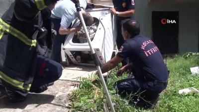 İçine yılan giren yılanı çıkarmak için çamaşır makinesini parçaladılar