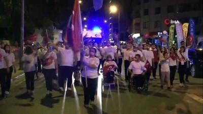 Milli sporcular, 15 Temmuz'da Denizli sancağını elden ele taşıdı