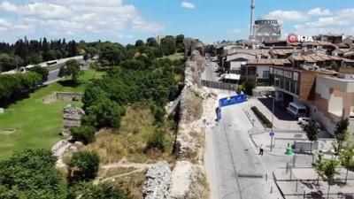 İstanbul surları çöküyor...Karagümrük'te çöken sur etrafa tehlike saçıyor