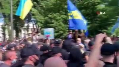 - Ukrayna'da Rusça diline yönelik hazırlanan kanun teklifi protesto edildi