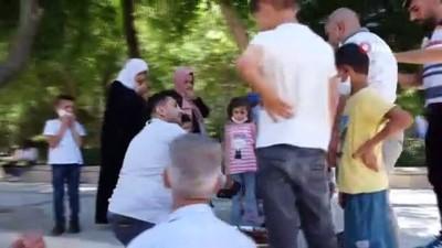 atmosfer -  Adana'dan gelip Balıklıgöl'de çiğ köfte yoğurdu