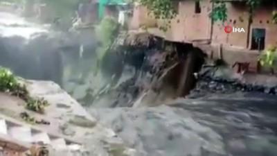 kurtarma operasyonu -  - Hindistan'da şiddetli yağışlar zarar vermeye devam ediyor