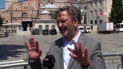 İstanbul İl Kültür ve Turizm Müdürü Dr. Coşkun Yılmaz Ayasofya'da incelemelerde bulundu