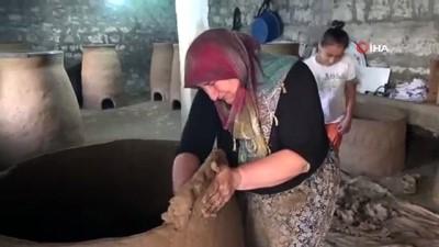 Çamurdan kazandığı para ile 8 çocuğunun okul ihtiyaçlarını karşılıyor