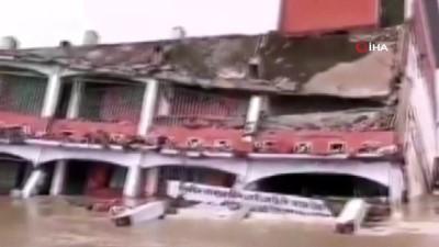 - Bangladeş'te 3 katlı okul sel nedeni ile çöktü