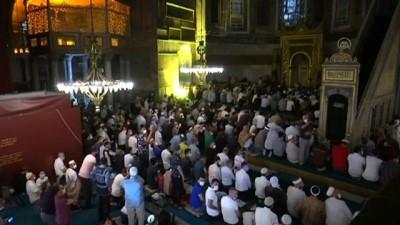 cuma namazi - Ayasofya-i Kebir Cami-i Şerifi'nde yatsı namazı kılındı - İSTANBUL