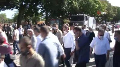 cuma namazi -  Ayasofya'da vatandaşlara seccade dağıtıldı