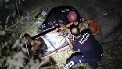 Falezlerden düşerek mahsur kalan kişi kurtarıldı - ANTALYA
