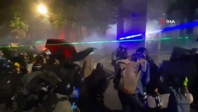 protesto -  - Portland'daki gösterilerde ABD bayrağı yakıldı
