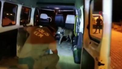 Minibüsün içerisindeki yakıt deposunda 104 kilo eroin ele geçirildi