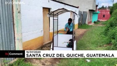 ogrenciler - Covid-19: Guatemalalı öğretmen 3 tekerlekli sınıfla okulu öğrencilerine taşıyor