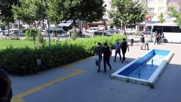 yakalama karari -  Kırşehir merkezli 12 ilde yapılan FETÖ operasyonunda gözaltına alınan şüpheliler adliyeye sevk edildi