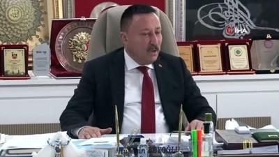 belediye baskani -   MHP il teşkilatı, terör örgütü yandaşları tarafından yakılan çöp kamyonunu kınamak için belediyeye destek verdi