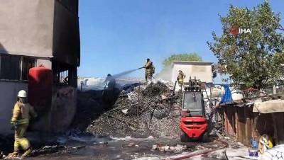 Kauçuk fabrikasında yangın çıktı: 2 işçi dumandan etkilendi