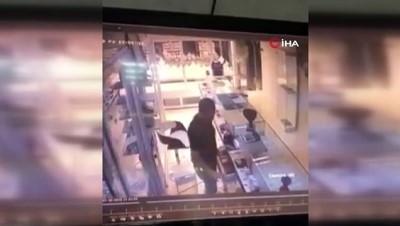 saldiri -  Mersin'deki kuyumcuya silahlı saldırı kamerada