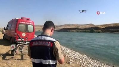 cenaze araci -  Cizre Nehrinde kaybolan 60 yaşındaki şahsın cansız bedenine ulaşıldı