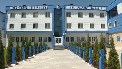 ceyrek final - Erzurumspor'un Malili futbolcusu, ailesinden 8 bin kilometre uzakta kariyer peşinde - ERZURUM