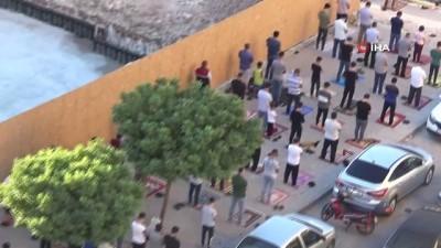 seccade -  Gaziantepliler bayram namazında sokaklara taştı