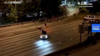 euro - ABD'de 'siyahilerin hayatı değerlidir' eylemleri: Bir sürücü aracını göstericilerin üzerine sürdü